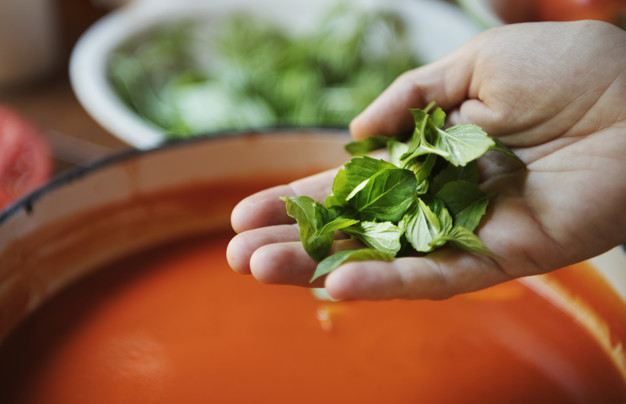 Tomatensoep maken van verse tomaten